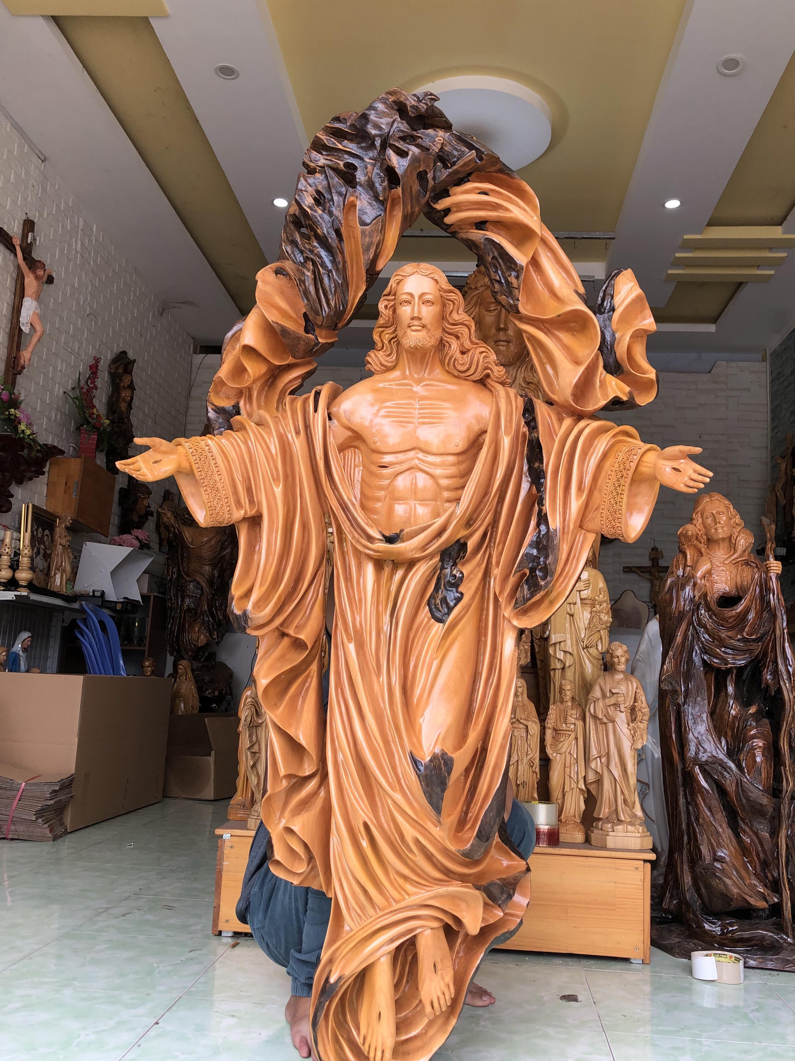 tượng chúa phục sinh