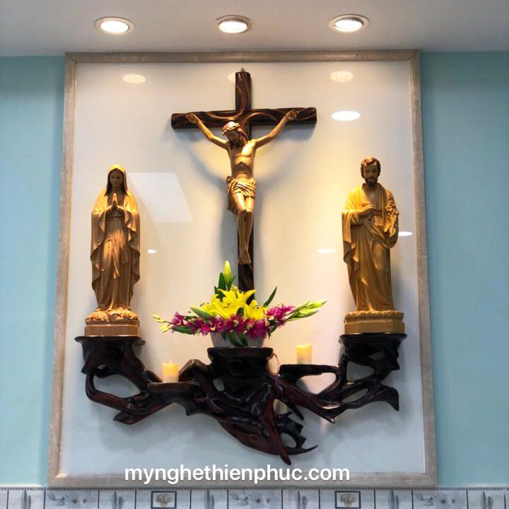 Sự khác biệt giữa bàn thờ lắp đặt tại nhà và bàn thờ trưng tại cửa hàng