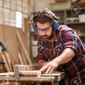 """Kỹ thuật viên """"Tôi muốn dùng đôi tay của mình tạo nên những tác phẩm tôn vinh Thiên Chúa."""" title=Mr. Thi"""