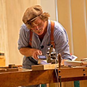 """Nhà điêu khắc """"Thiên Chúa bạn cho tôi sự sáng tạo, và tôi sẽ dùng nó để tôn vinh ngài."""" title=Mr. Thưởng"""