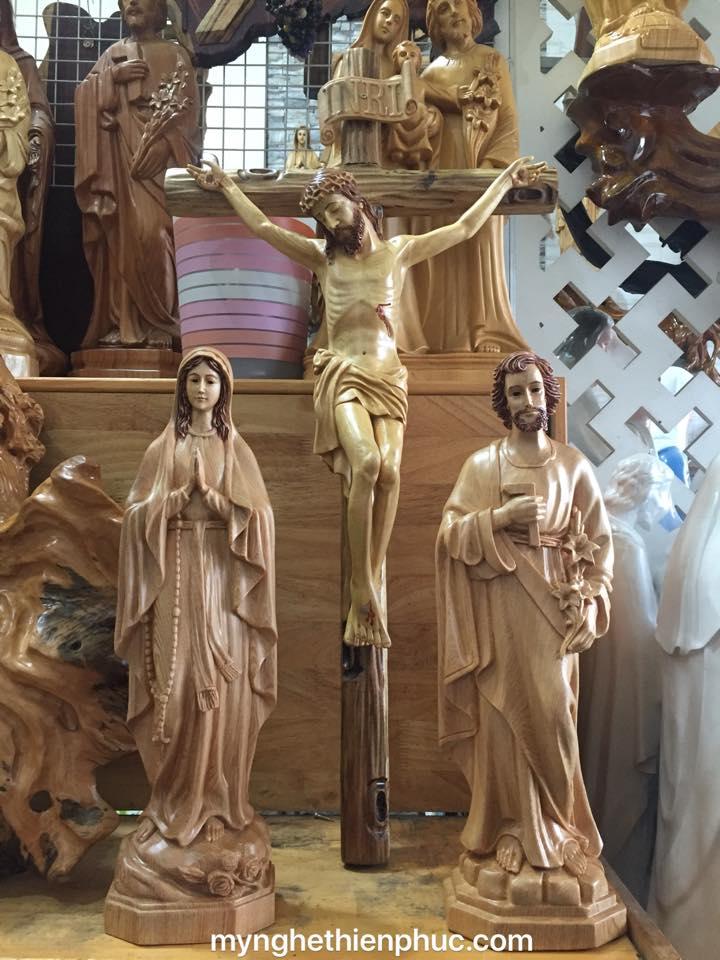 Bộ tượng Thánh gia